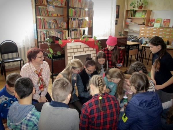 В Центральной детской библиотеке Гусева прошли чтения на полу